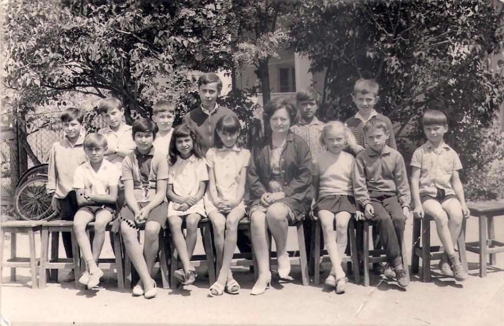 Molnár Kálmánné szenior tanítónő első osztálya 1969.