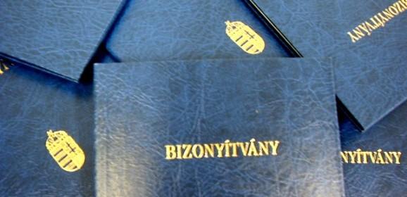 Magyar gyereknek magyar bizonyítványt!