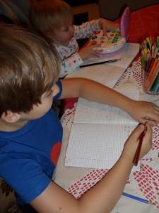 Marci (8) és Luca (2) tanulnak