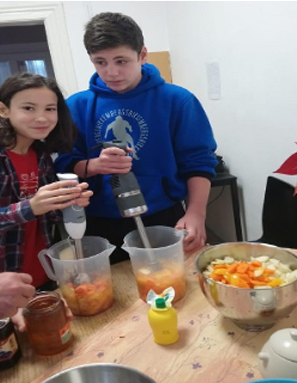 Gyümölcslé és turmix készítése